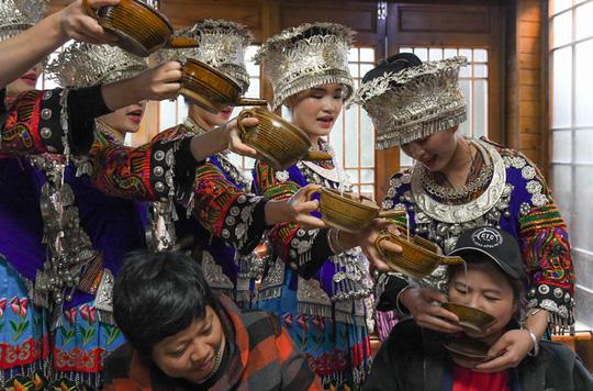Làng cổ 1.700 tuổi của dân tộc Miêu ở Trung Quốc - Ảnh 8.