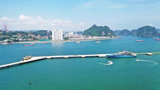 siêu du thuyền tỷ phú cập cảng tàu khách quốc tế hạ long (17)