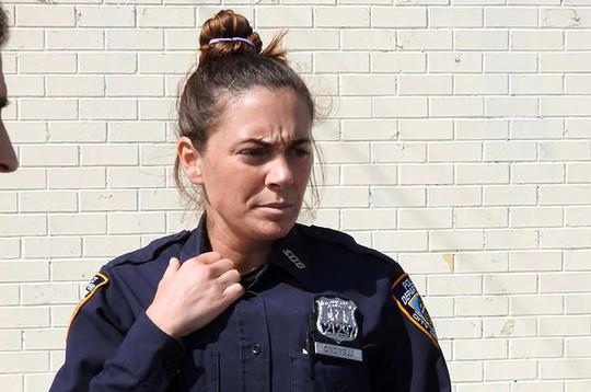 Mỹ: Nữ cảnh sát thuê sát thủ giết chồng và con gái - Ảnh 1.