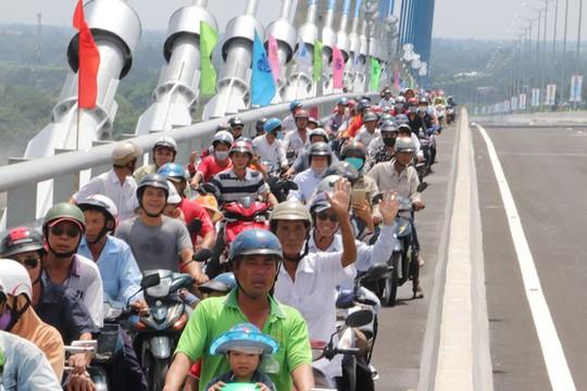 Người dân nô nức lưu thông qua cầu Vàm Cống - Ảnh 11.