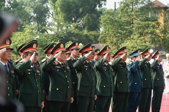 Lãnh đạo Đảng, Nhà nước vào Lăng viếng Chủ tịch Hồ Chí Minh - Ảnh 4.