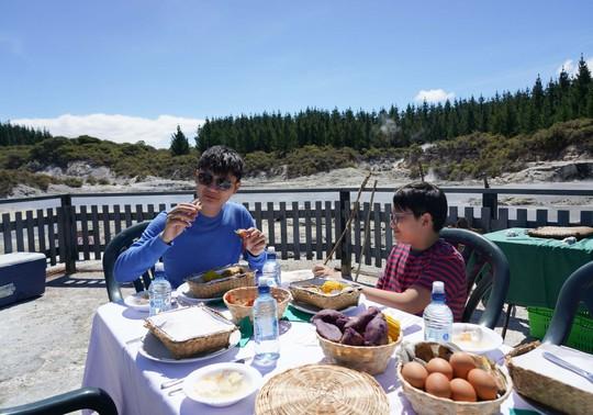 Ca sĩ Hoàng Bách chia sẻ trải nghiệm du lịch New Zealand - Ảnh 3.