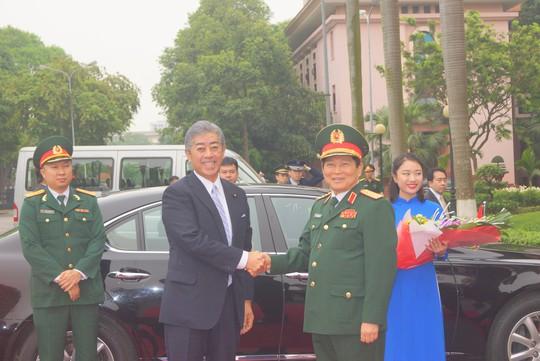 Bộ trưởng Quốc phòng Nhật Bản thăm chính thức Việt Nam - ảnh 1