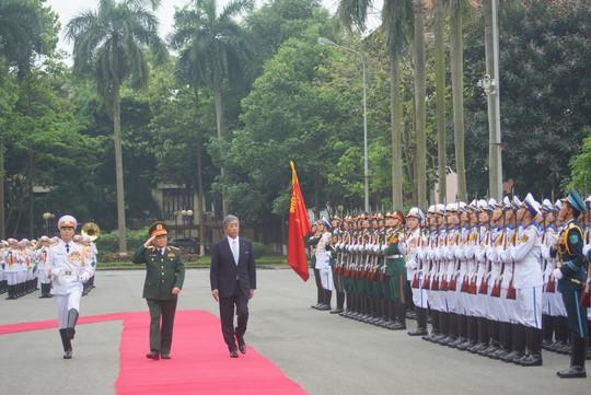Bộ trưởng Quốc phòng Nhật Bản thăm chính thức Việt Nam - ảnh 5