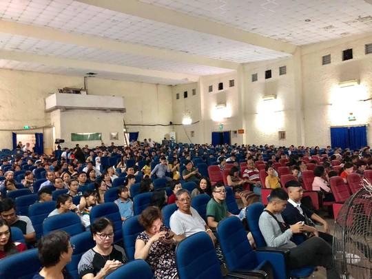 Khán giả Cần Thơ hào hứng với kịch Hồng Vân - Ảnh 2.