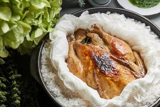Tò mò món gà nướng muối phải dùng búa đập ở Thổ Nhĩ Kỳ - Ảnh 8.