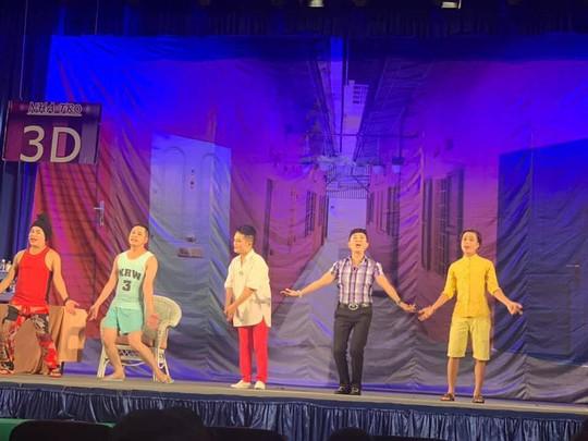 Khán giả Cần Thơ hào hứng với kịch Hồng Vân - Ảnh 1.