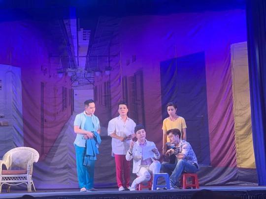 Khán giả Cần Thơ hào hứng với kịch Hồng Vân - Ảnh 3.