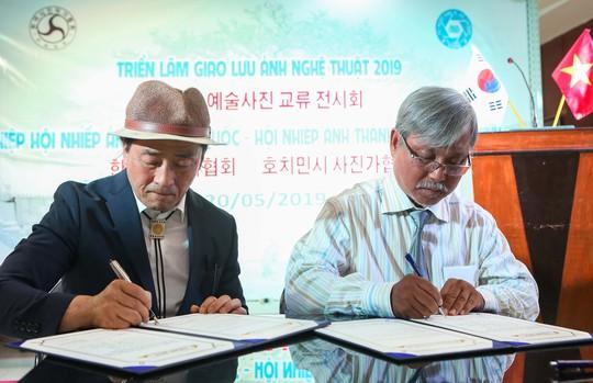 Khai mạc triển lãm giao lưu ảnh nghệ thuật Việt - Hàn - Ảnh 1.