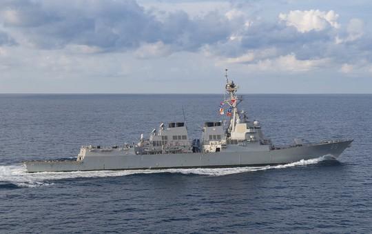 Tàu khu trục Mỹ đến gần bãi cạn do Trung Quốc chiếm đóng ở biển Đông - Ảnh 1.