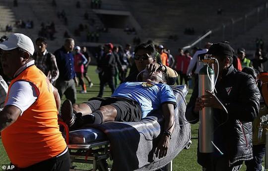 Clip: Trọng tài Bolivia đột tử sau 2 cơn đau tim - Ảnh 4.