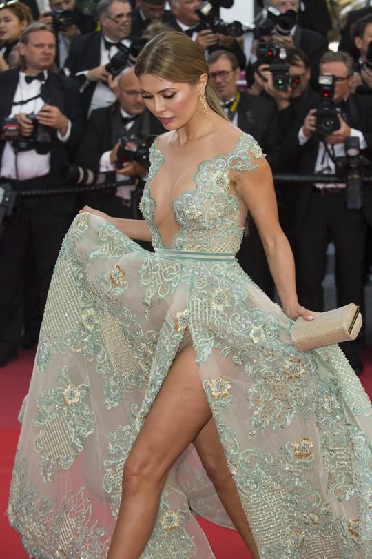 Liên hoan phim Cannes: Ngoài điện ảnh là mại dâm - Ảnh 3.