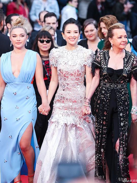 Chương Tử Di cuốn hút trên thảm đỏ Cannes 2019 - Ảnh 4.