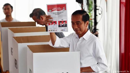 Indonesia: Tổng thống Joko Widodo tái đắc cử, đối thủ dọa châm ngòi biểu tình - Ảnh 1.