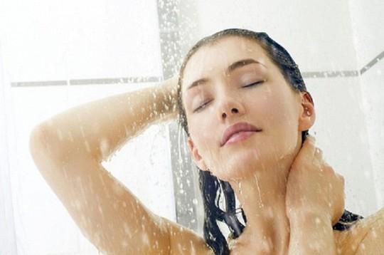 7 việc không làm khi tắm vào mùa hè để tránh bị đột tử - Ảnh 1.