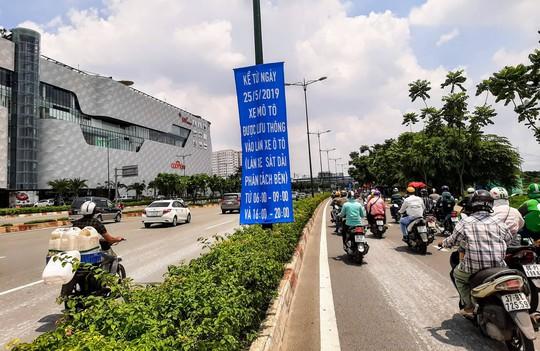 Tăng thời gian xe máy lưu thông vào làn ôtô đường Phạm Văn Đồng và Trường Chinh - Ảnh 1.