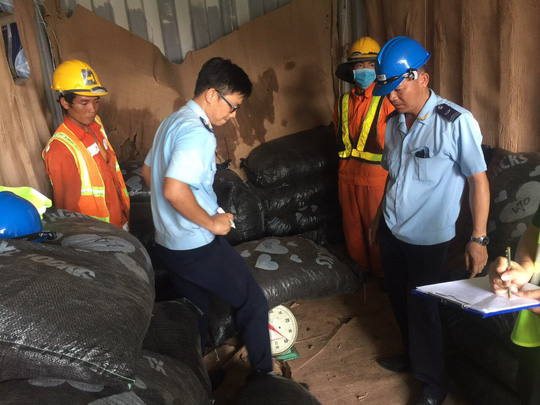 Bí ẩn 151 bao tải nguỵ trang chứa hạt điều trong container - Ảnh 1.