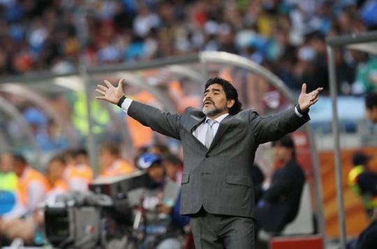 Bạn gái tố nợ, Maradona bị bắt ở sân bay Mexico - Ảnh 3.