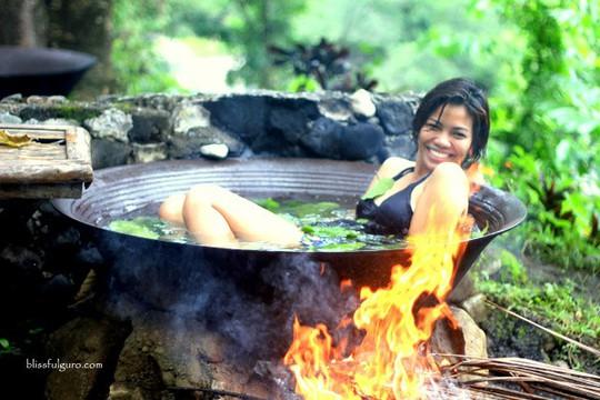 Tắm vạc dầu, trải nghiệm khó quên ở Philippines - Ảnh 2.