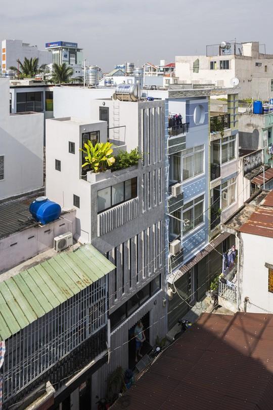 """Nhà ống Sài Gòn """"kiểu dọc"""" trên mảnh đất 18 m2 - Ảnh 2."""