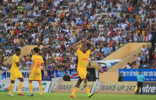 Thua Nam Định, Hà Nội FC chưa biết thắng khi xa sân Hàng Đẫy - Ảnh 2.