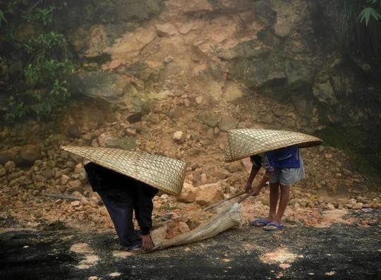 Cuộc sống ở nơi mưa nhiều nhất thế giới - Ảnh 6.
