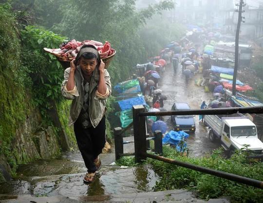 Cuộc sống ở nơi mưa nhiều nhất thế giới - Ảnh 7.