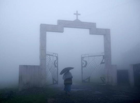Cuộc sống ở nơi mưa nhiều nhất thế giới - Ảnh 8.