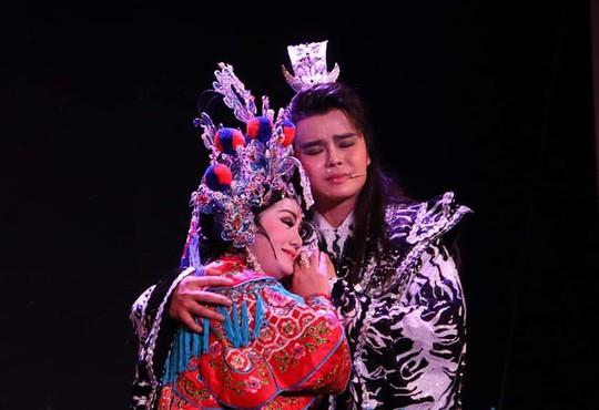 Chung Vô Diệm cháy vé, Chí Linh – Vân Hà hào hứng dựng tuồng mới - Ảnh 1.