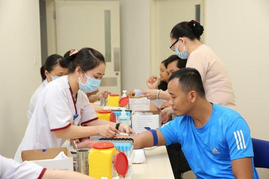 Khám miễn phí và tặng quà cho 150 công nhân hoàn cảnh đặc biệt - Ảnh 3.