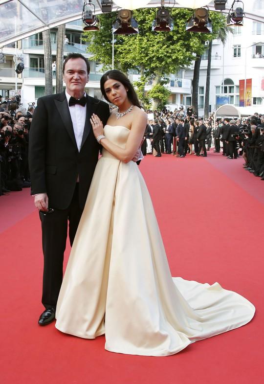 Chương Tử Di khoe khéo vòng một ở ngày cuối Liên hoan Phim Cannes - Ảnh 8.