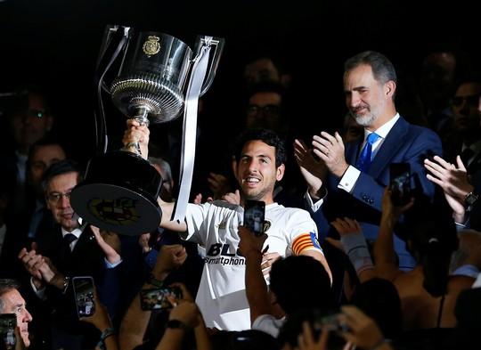 Đá bay Barcelona, Valencia nghẹt thở đoạt Cúp Nhà vua - ảnh 8