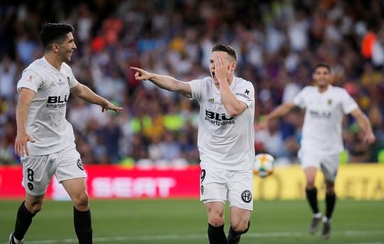 Đá bay Barcelona, Valencia nghẹt thở đoạt Cúp Nhà vua - ảnh 3