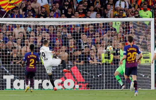 Đá bay Barcelona, Valencia nghẹt thở đoạt Cúp Nhà vua - ảnh 4