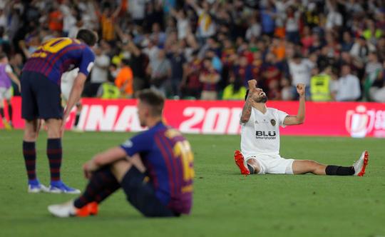 Đá bay Barcelona, Valencia nghẹt thở đoạt Cúp Nhà vua - ảnh 7