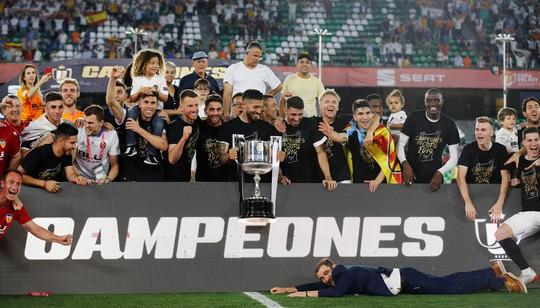 Đá bay Barcelona, Valencia nghẹt thở đoạt Cúp Nhà vua - ảnh 10