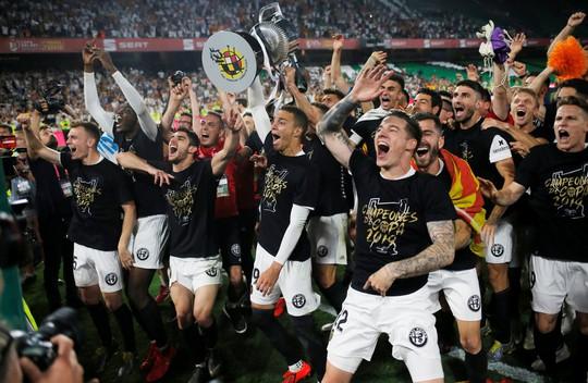 Đá bay Barcelona, Valencia nghẹt thở đoạt Cúp Nhà vua - ảnh 9
