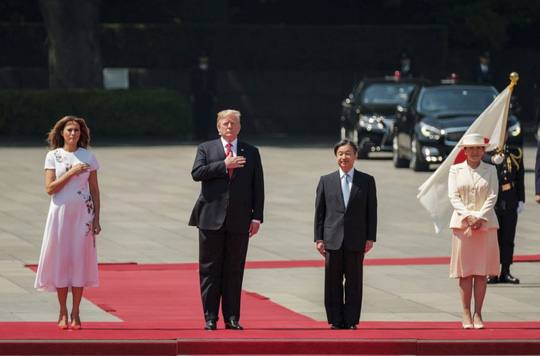 Đến Nhật Bản, ông Trump gây áp lực cắt giảm thặng dư thương mại - Ảnh 2.