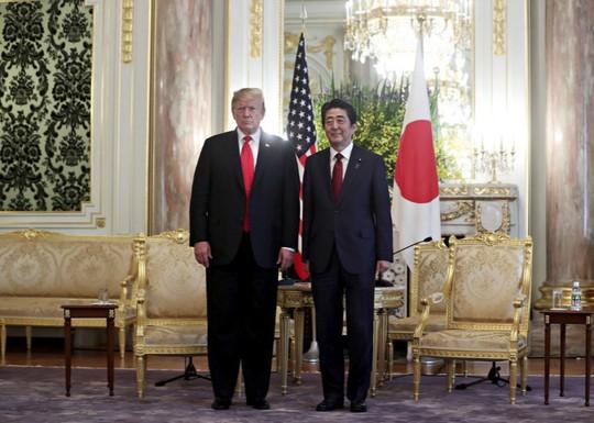 Đến Nhật Bản, ông Trump gây áp lực cắt giảm thặng dư thương mại - Ảnh 1.