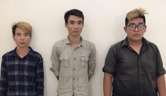 TP HCM: Một nhóm thanh niên đánh phụ nữ, cướp xe SH - Ảnh 1.