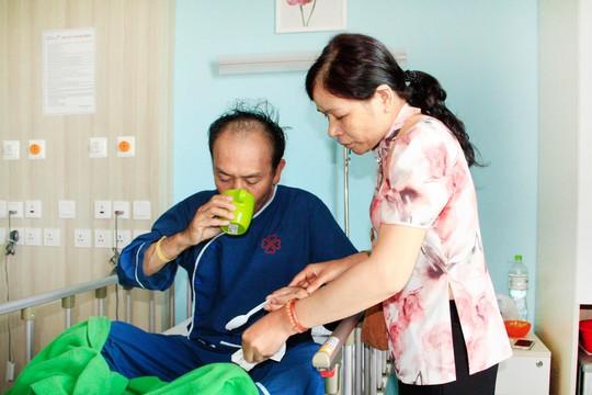 Thoát nguy cơ bại liệt nhờ phẫu thuật thoát vị đĩa đệm kịp thời - Ảnh 1.