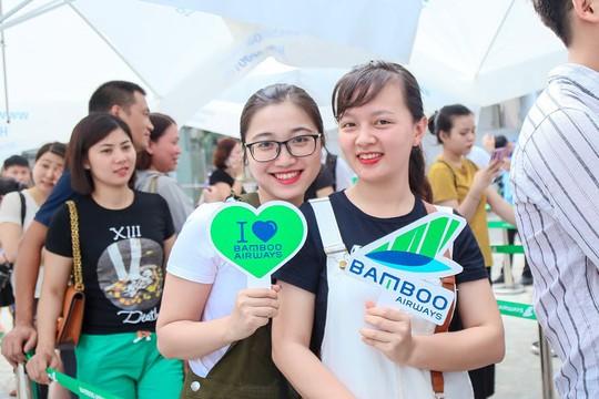 Khách đội nắng săn vé ưu đãi tại Bamboo Airways Tower - Ảnh 8.