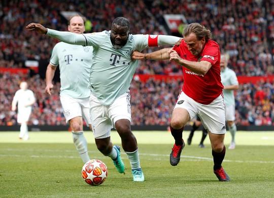 Ferguson tái xuất, Man United đè bẹp Bayern Munich ở Old Trafford - Ảnh 11.