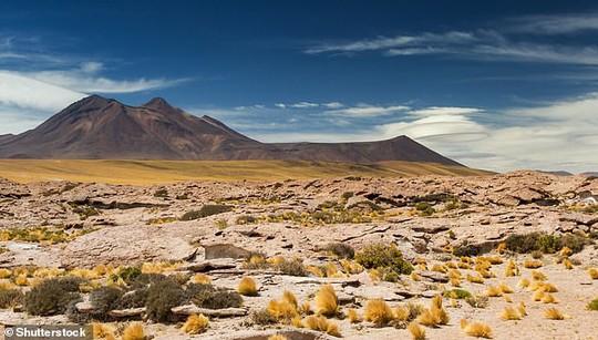Nghĩa địa thiên thạch ở sa mạc chết chóc nhất thế giới - Ảnh 2.