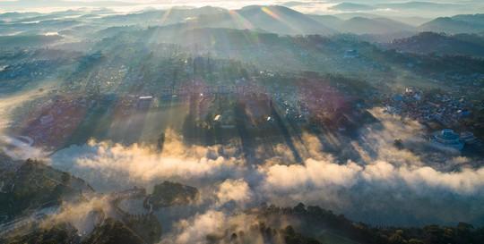 Những điểm ngắm sương vờn mây lúc bình minh ở Đà Lạt - Ảnh 5.