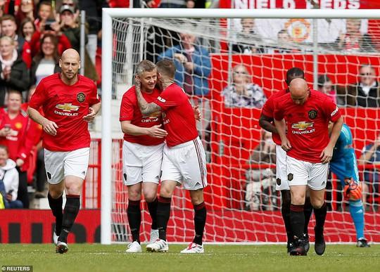 Ferguson tái xuất, Man United đè bẹp Bayern Munich ở Old Trafford - Ảnh 9.