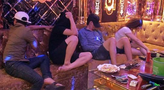 Hàng chục nam nữ thanh niên phê ma túy trong karaoke Sao Biển VIP - Ảnh 1.