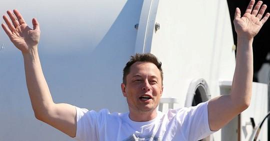 Lương thưởng năm 2018 của 65 CEO cộng lại không bằng Elon Musk - Ảnh 1.