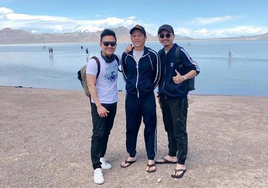 Con trai nghệ sĩ Hoài Linh đăng ảnh du lịch với cha ở Mỹ - Ảnh 2.