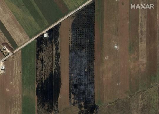 Phiến quân Syria bị tố chuẩn bị dùng tên lửa chứa chất độc - Ảnh 2.